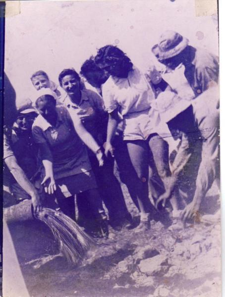 פריצת מים מהקידוח הראשון 1944