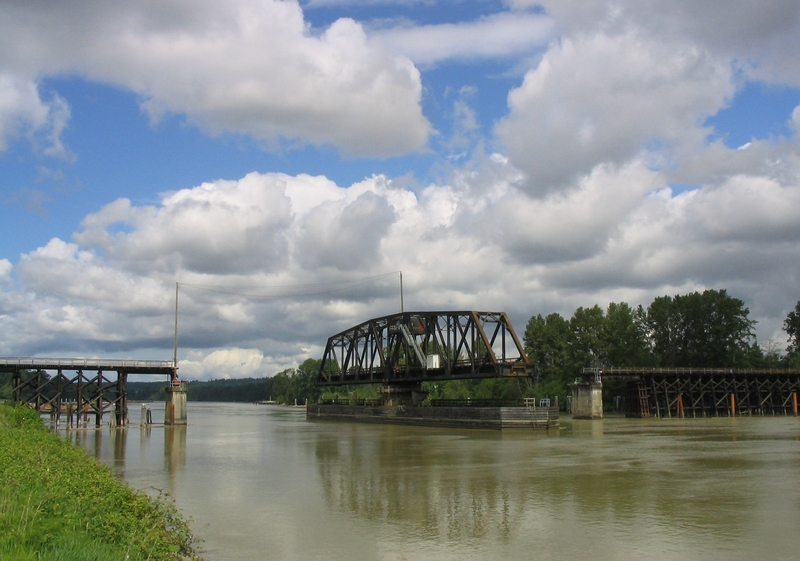 Fichier:Railway swing bridge.jpg