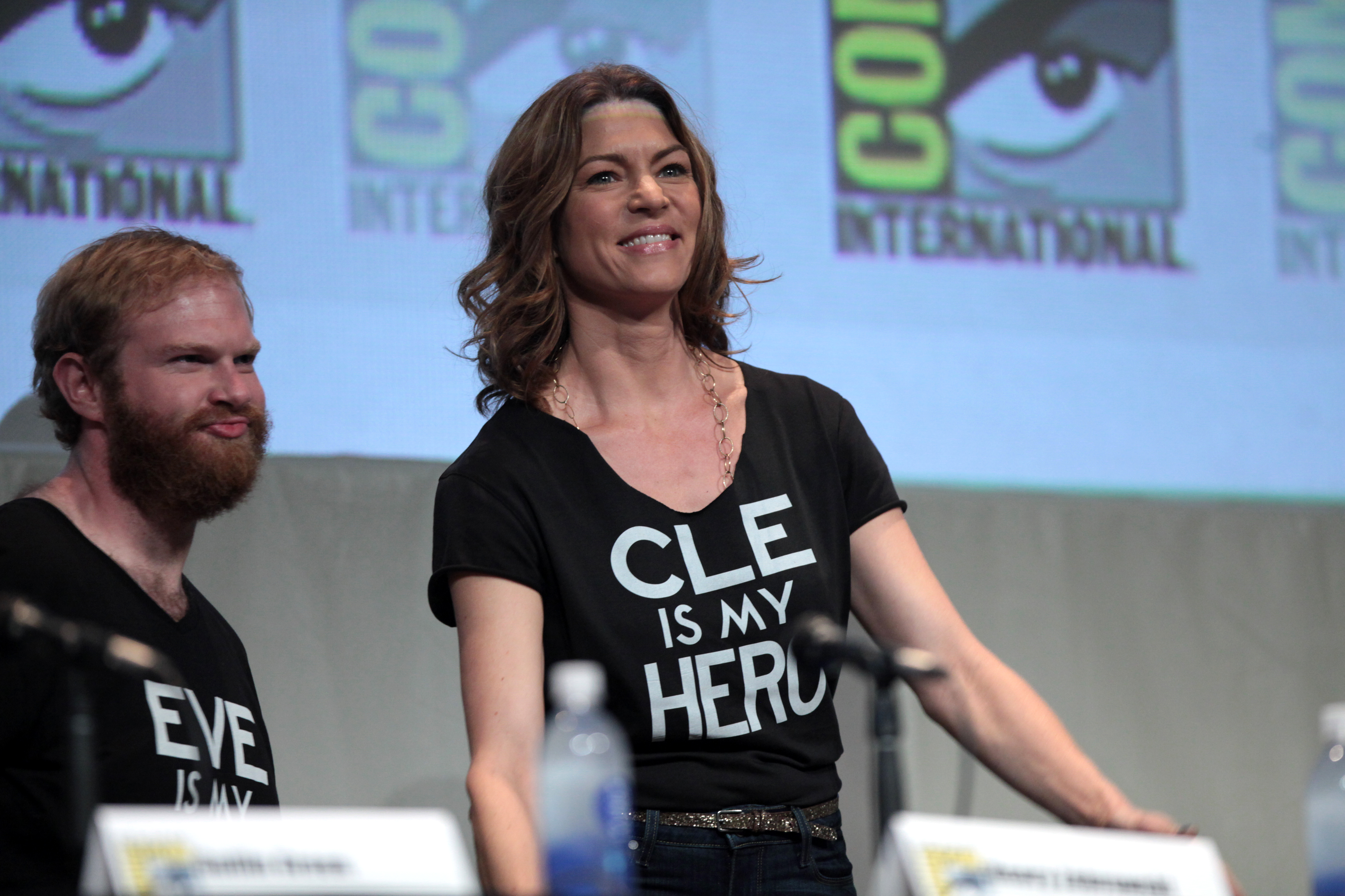 File Sdcc 2015 Henry Zebrowski Rya Kihlstedt 19596298540 Jpg Wikimedia Commons But, she is famous for her role as alice robbins in the comedy 'home alone 3'. wikimedia commons