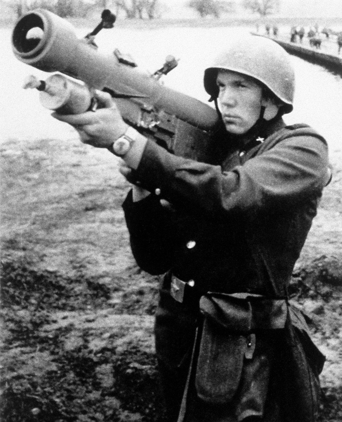 A soldier posing with a Strela launcher. Photo by GulfLINK.