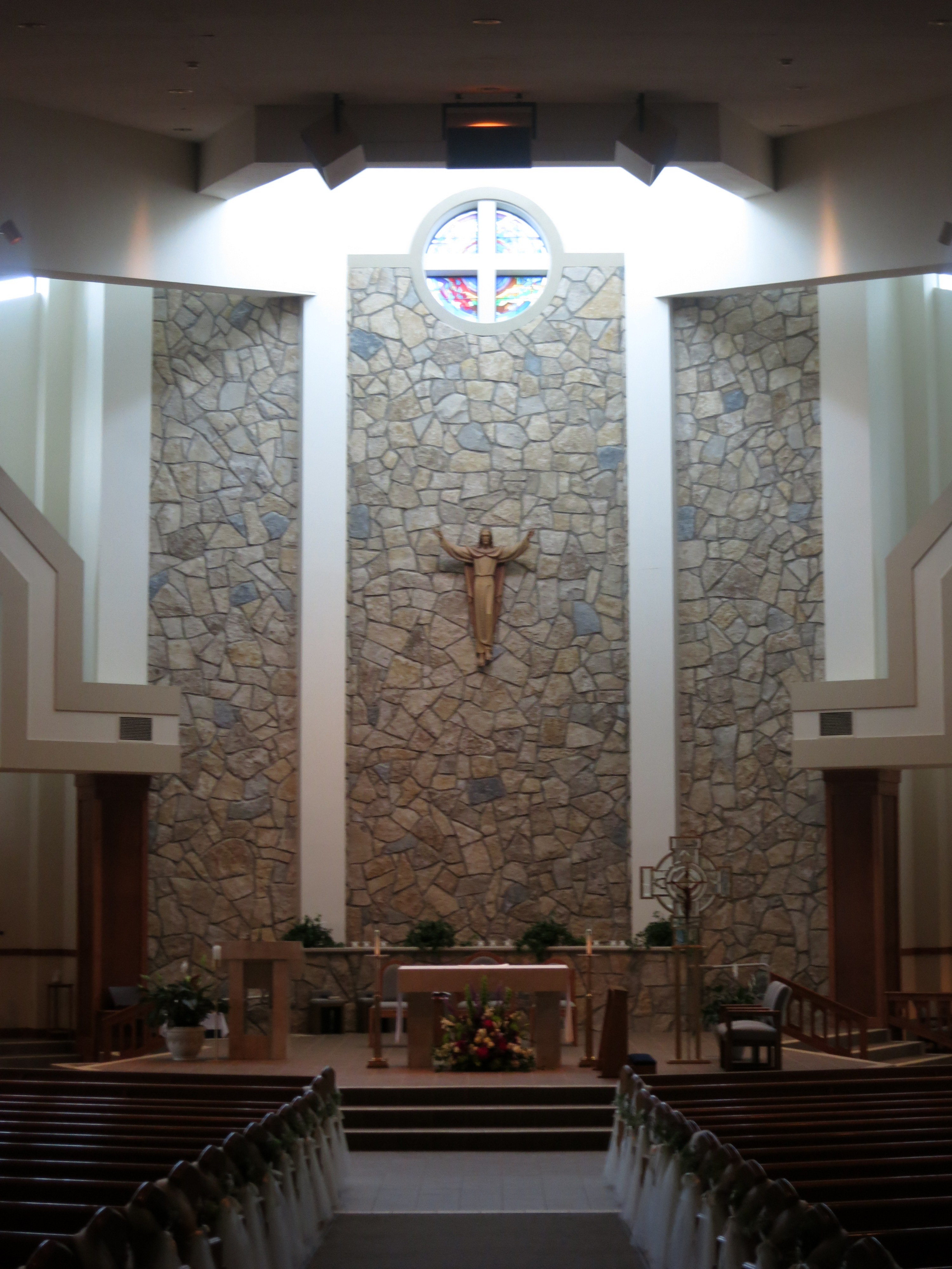 Filesaint peter church columbus ohio nave with wedding filesaint peter church columbus ohio nave with wedding decoration junglespirit Image collections