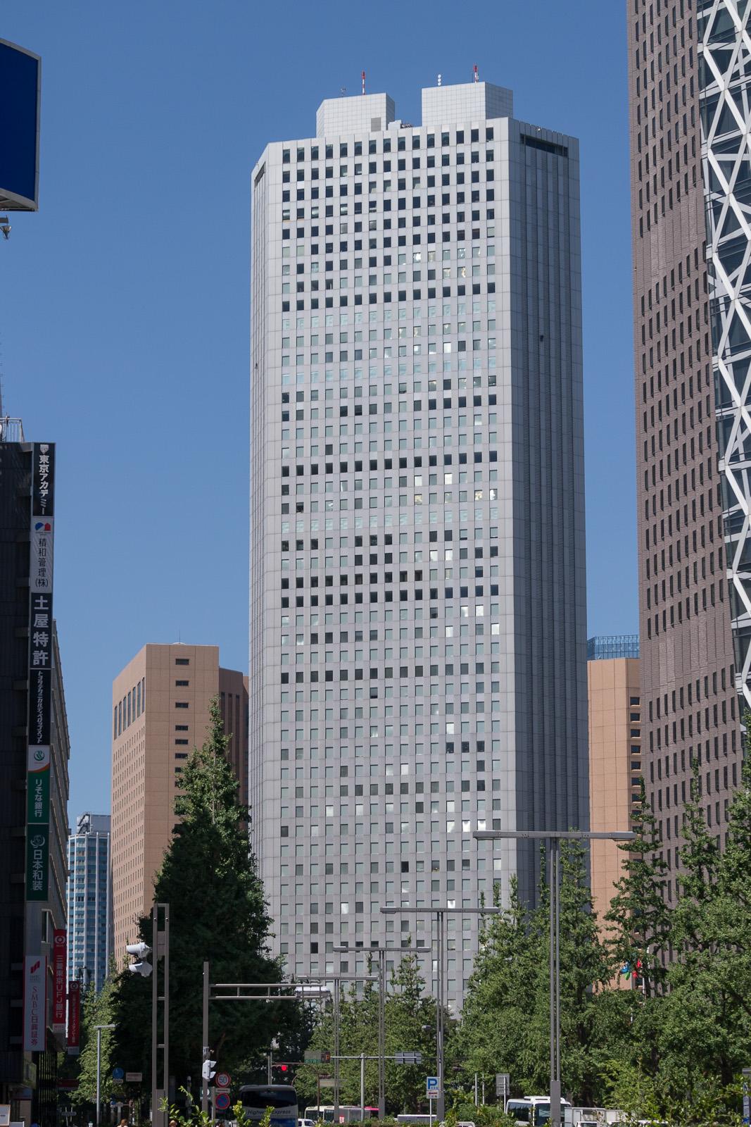 新宿住友ビル三角広場