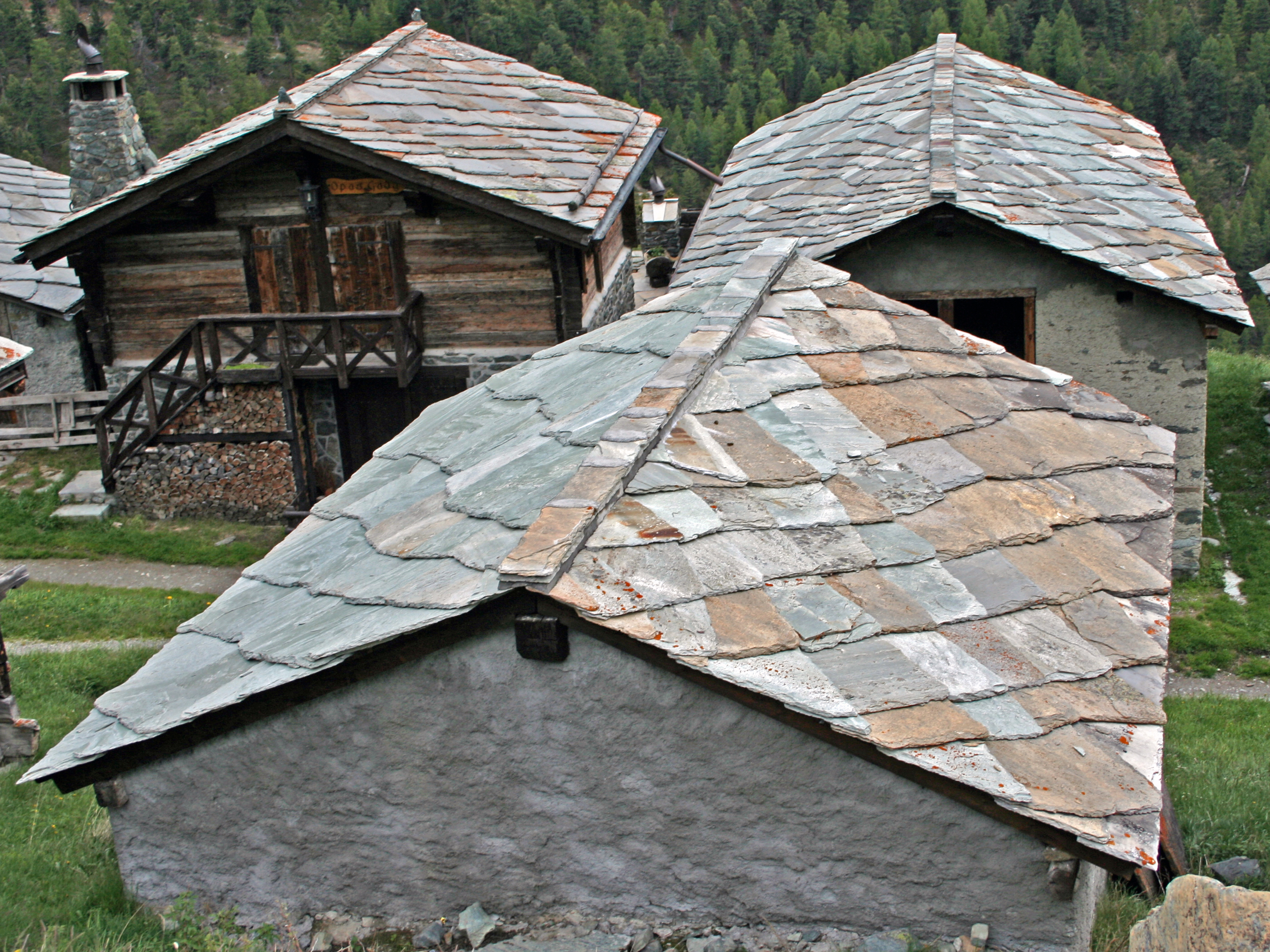A I Roofing : Roofing tiles used slate