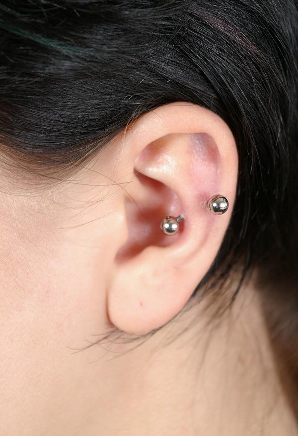 Naim Piercing | category: ziarnina Ear Piercings Snug