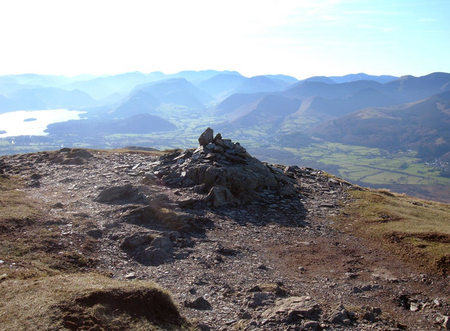 Summit Cairn Ullock Pike - geograph.org.uk - 693005