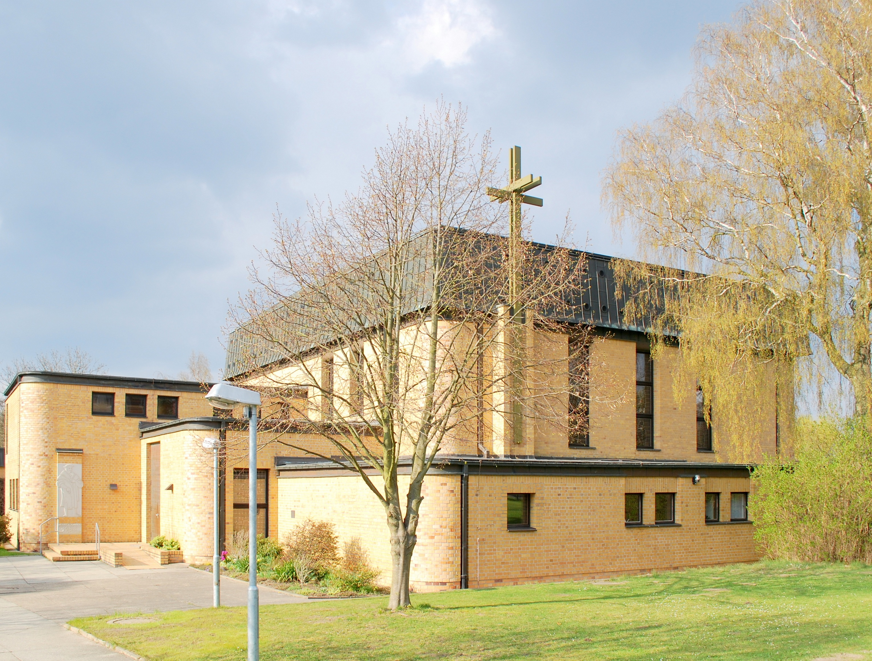Datei:Thomas Morus Kirche, Rostock.jpg - Wikipedia