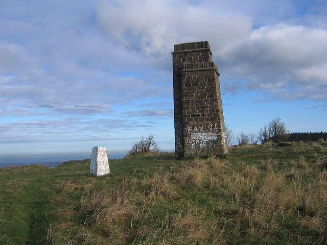 Trig point and beacon on Eston Nab - geograph.org.uk - 1625618