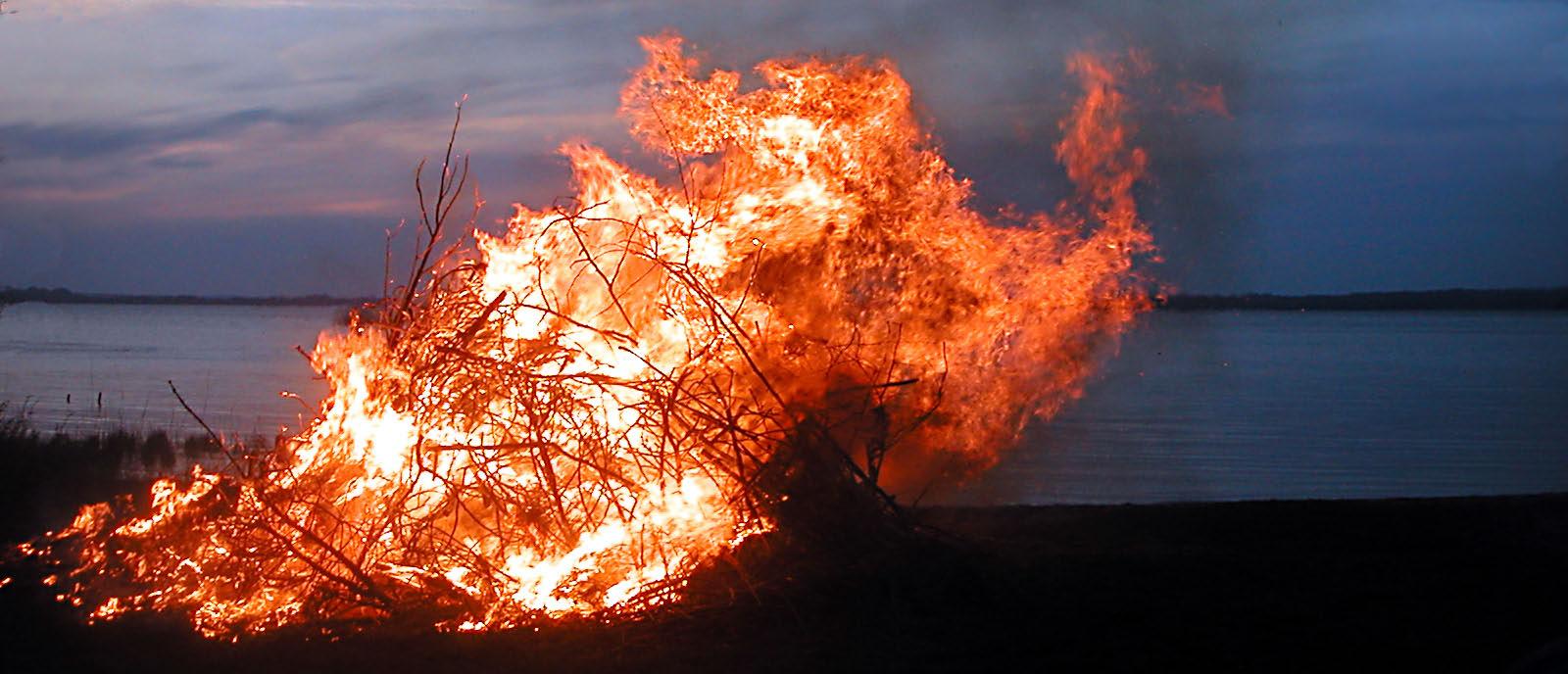 Valborgsmässoafton firas med majbrasa
