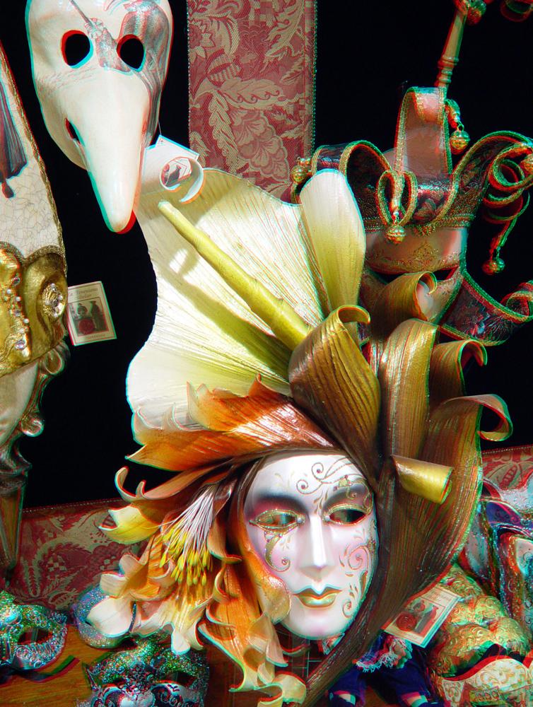 http://upload.wikimedia.org/wikipedia/commons/9/97/Venetian_masks.jpg