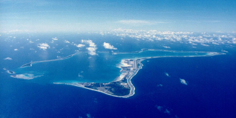 File:View from the cockpit on approach to Diego Garcia.jpg