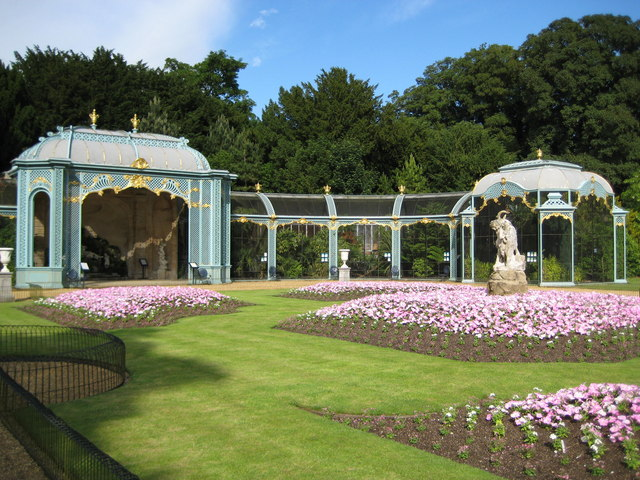 Waddesdon Manor, The Aviary - geograph.org.uk - 1363883
