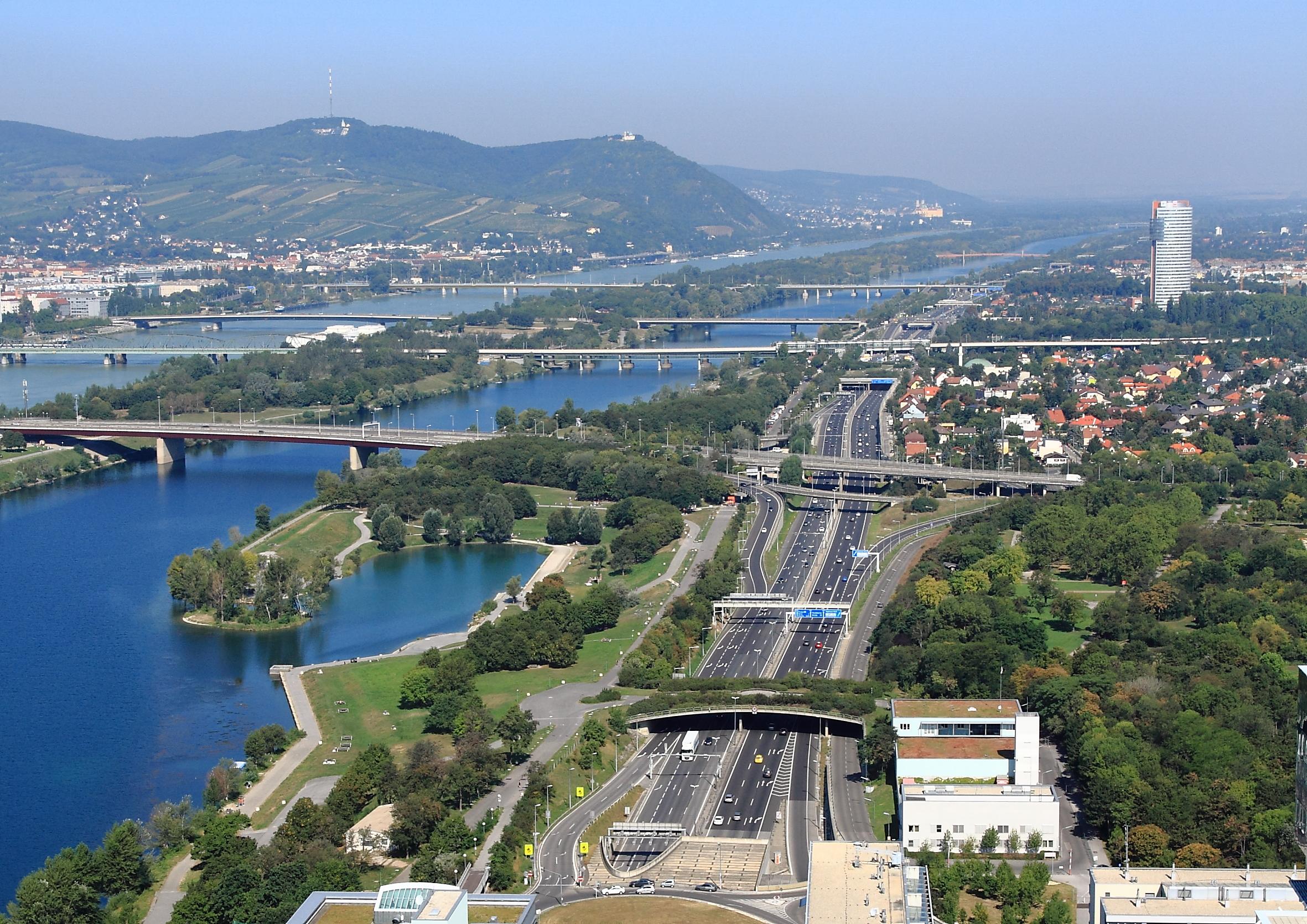 File:Wien - Donauuferautobahn.JPG
