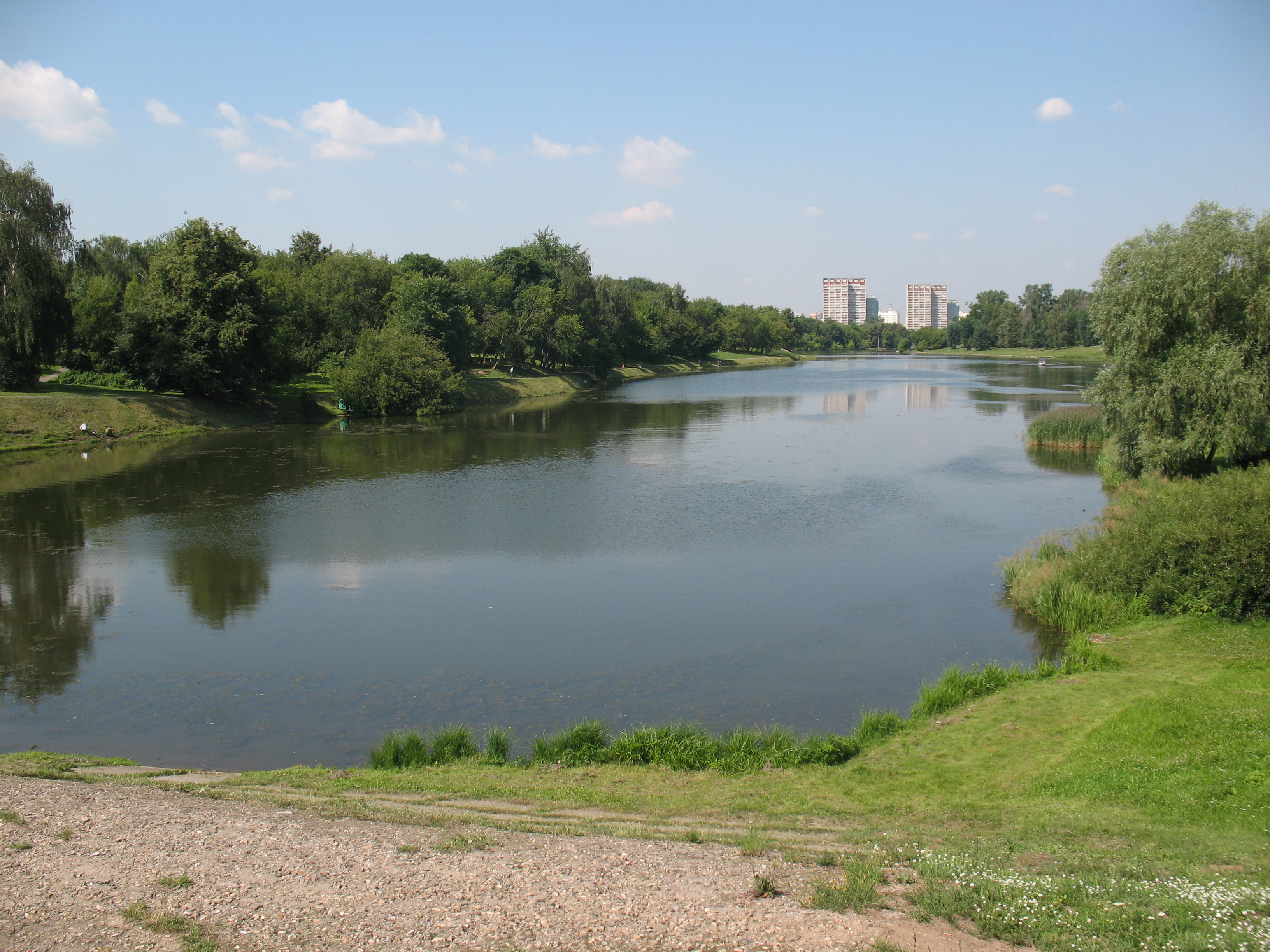Файл:Люблинский пруд Москва (июль 2011 года).JPG — Википедия
