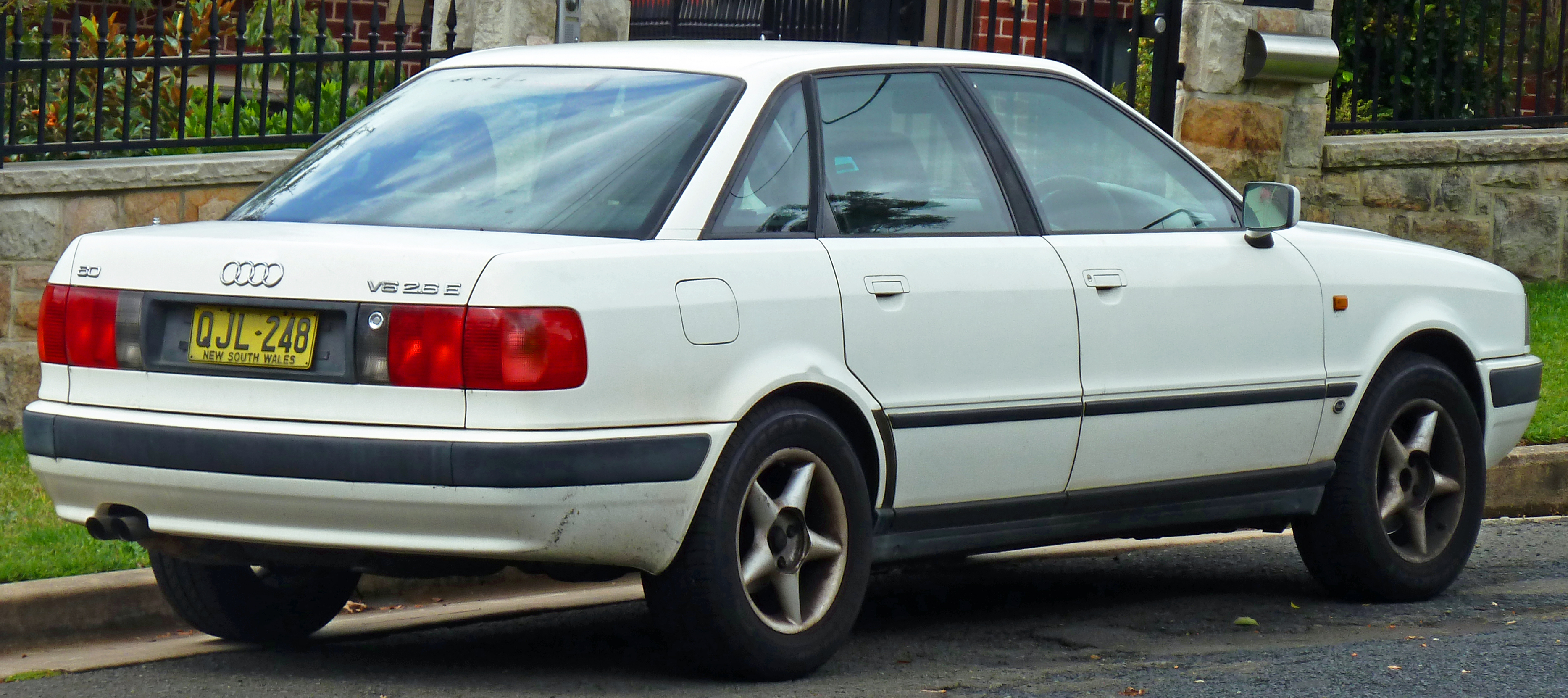 File 1995 Audi 80 8c 2 6 E Sedan 2011 04 02 02 Jpg