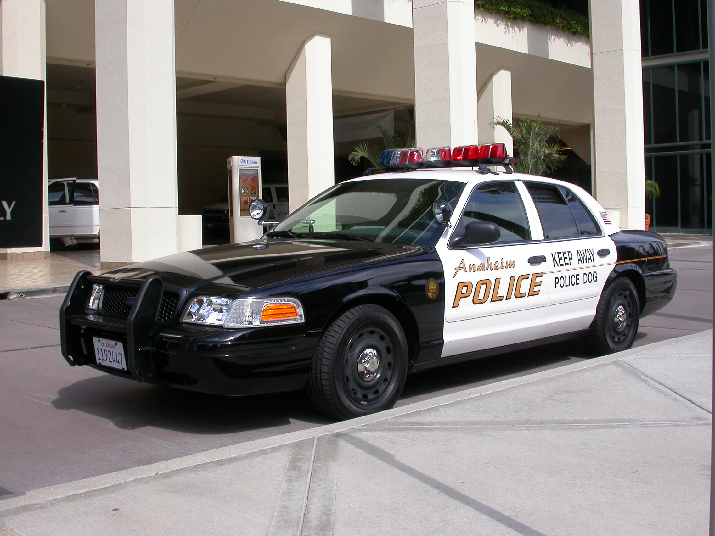 File:2005 Ford Crown Victoria