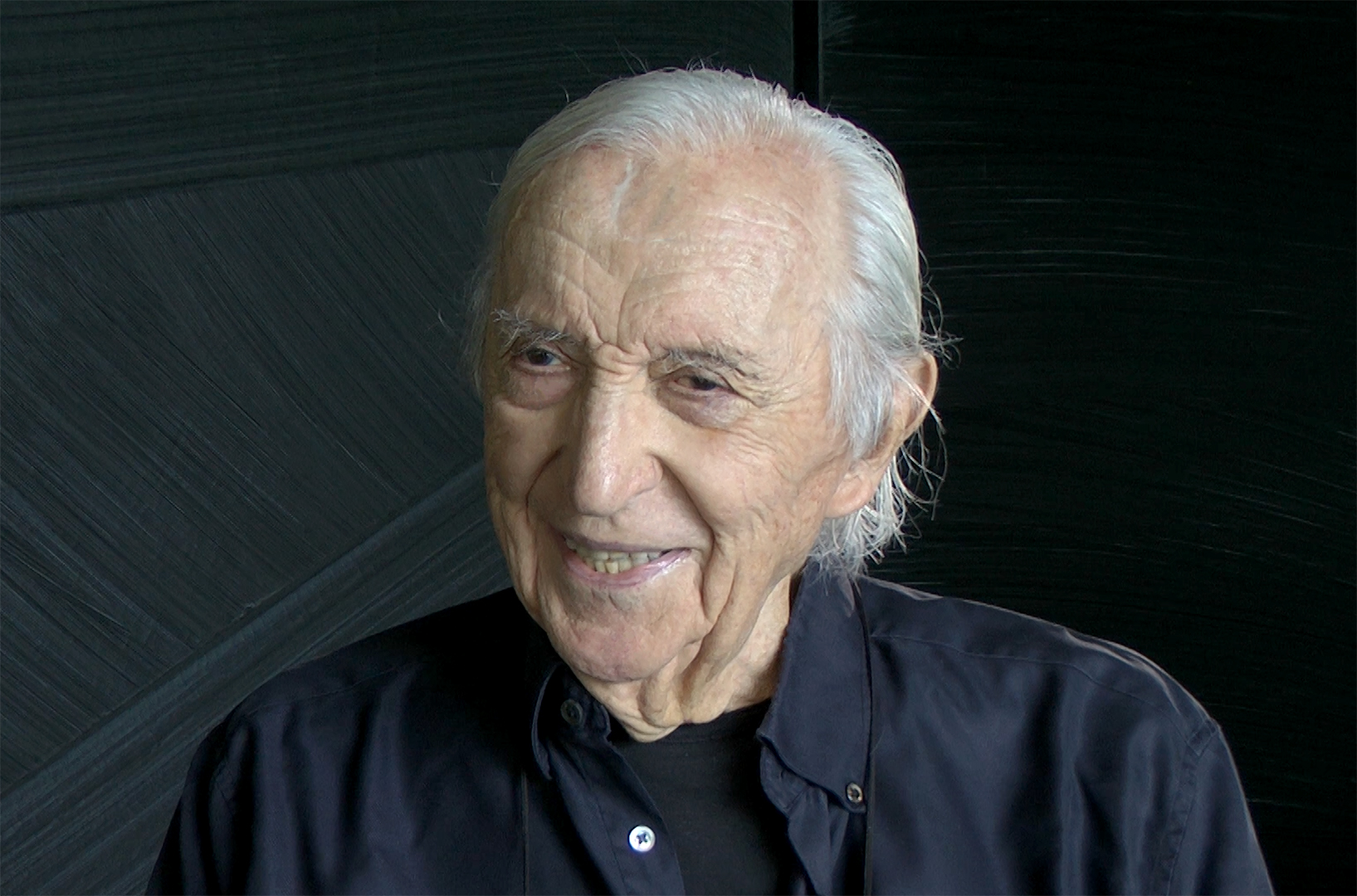 https://upload.wikimedia.org/wikipedia/commons/9/98/655446-artiste-pierre-soulages.jpg