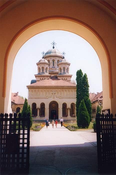 Fişier:Alba Iulia cloitre église orthodoxe.JPG