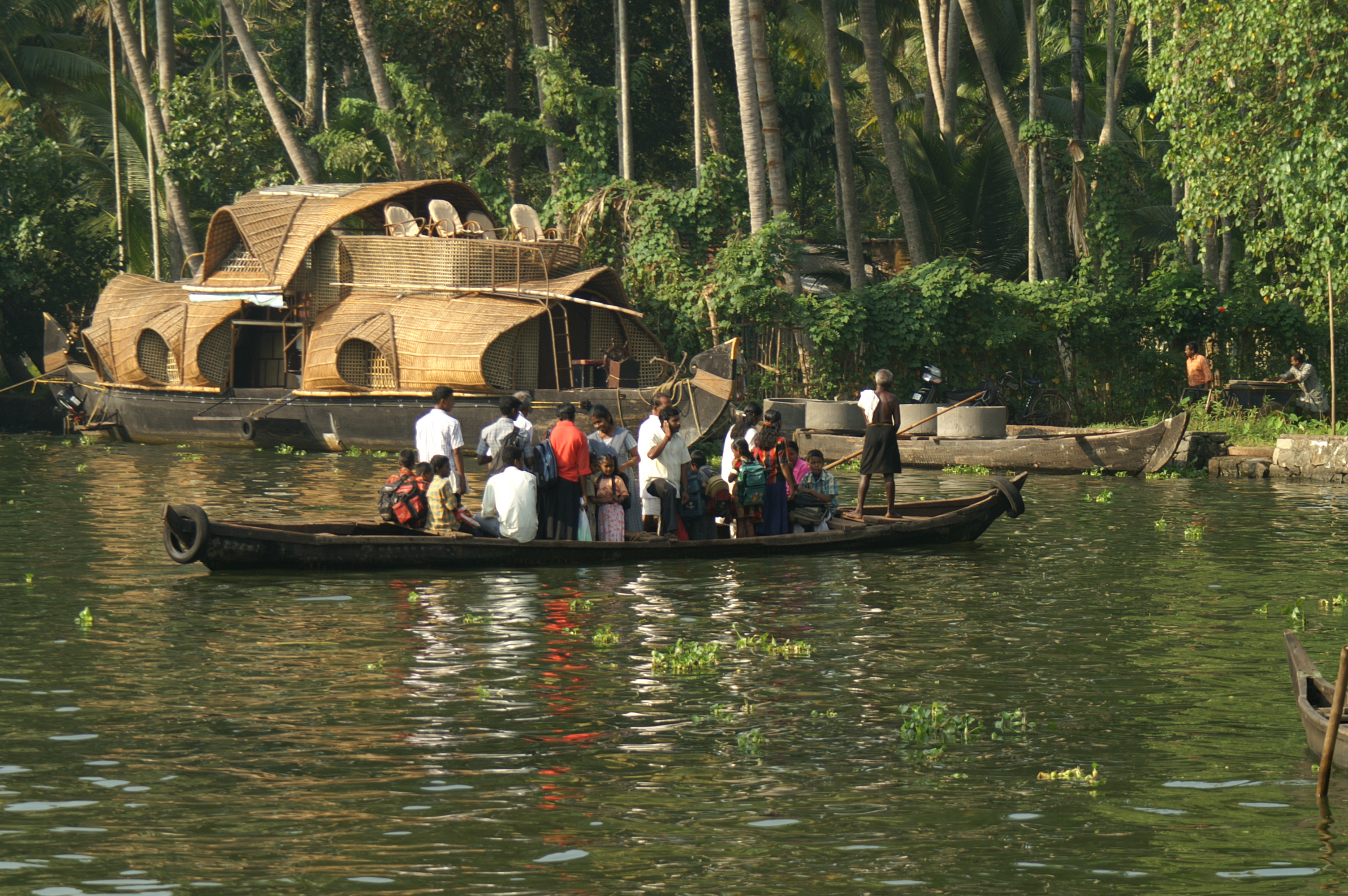 File:Allepey Water Transport.jpg