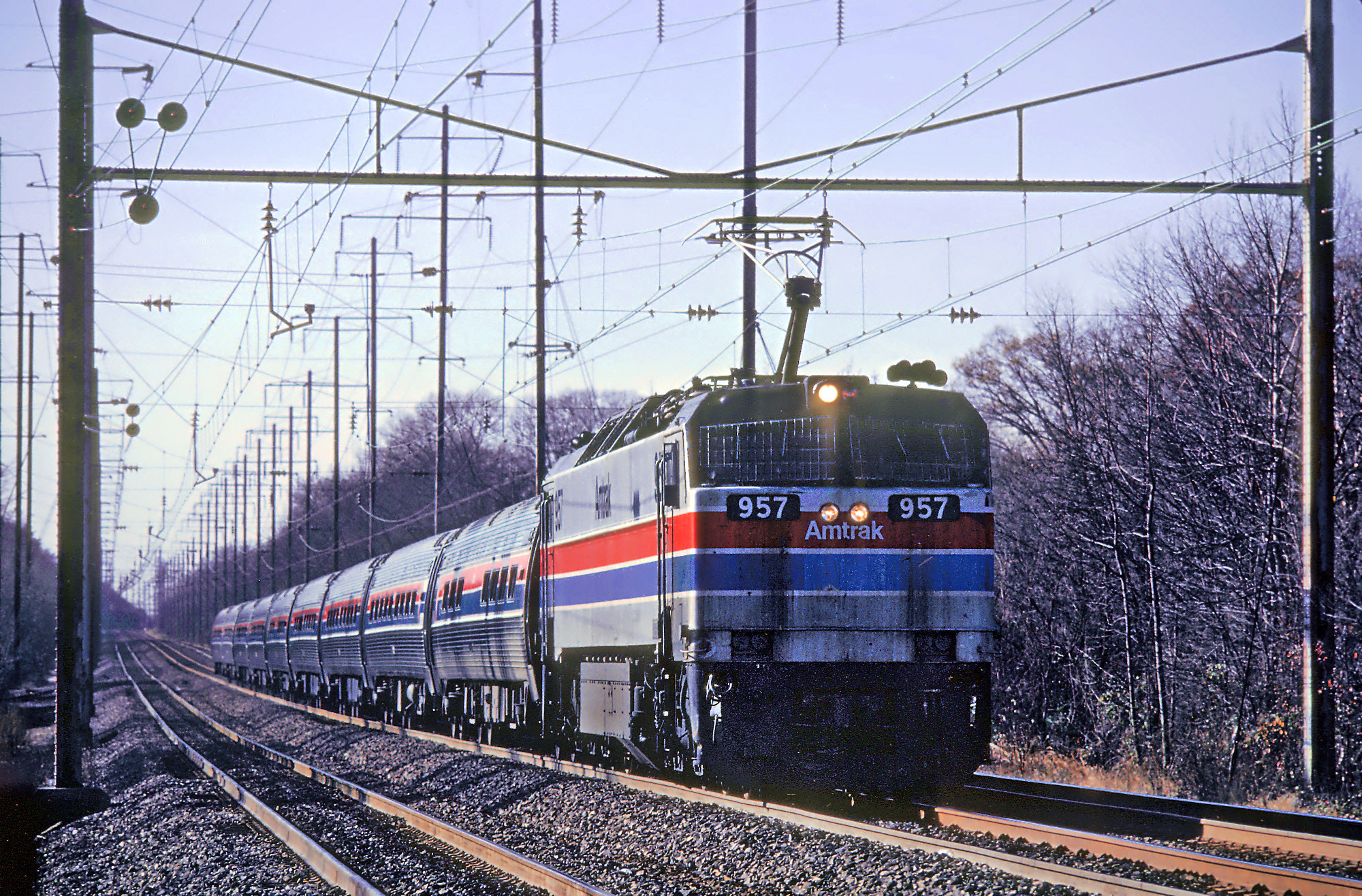 File:Amtrak 957 leading a northbound train through Bowie