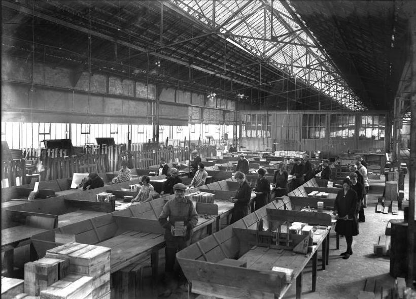 File aniche fabrication de plaques photographiques en verre chez saint goba - Plaque en verre ikea ...