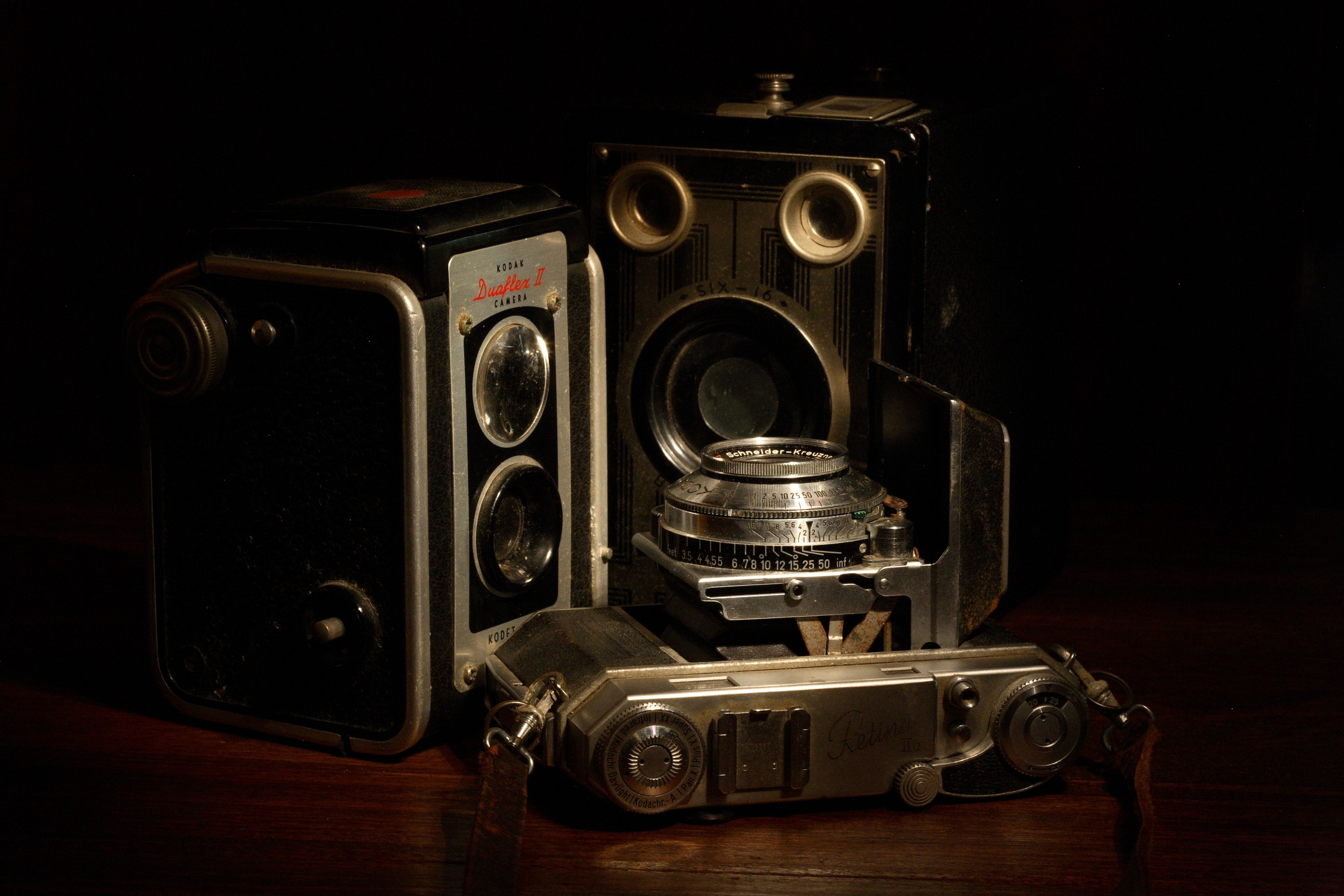 Http Commons Wikimedia Org Wiki File Antique Cameras Jpg