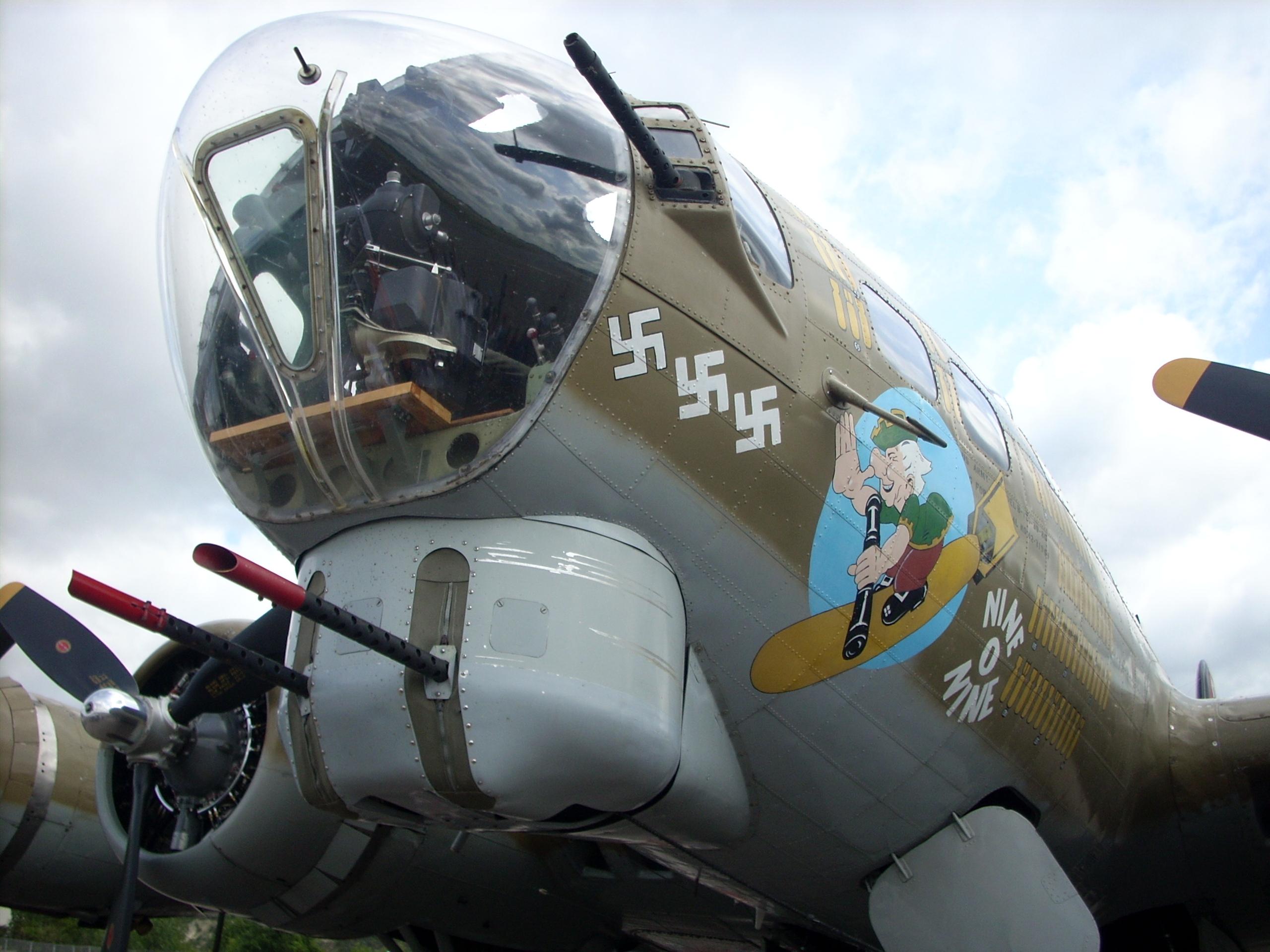 Totalmente analógico B-17_nose