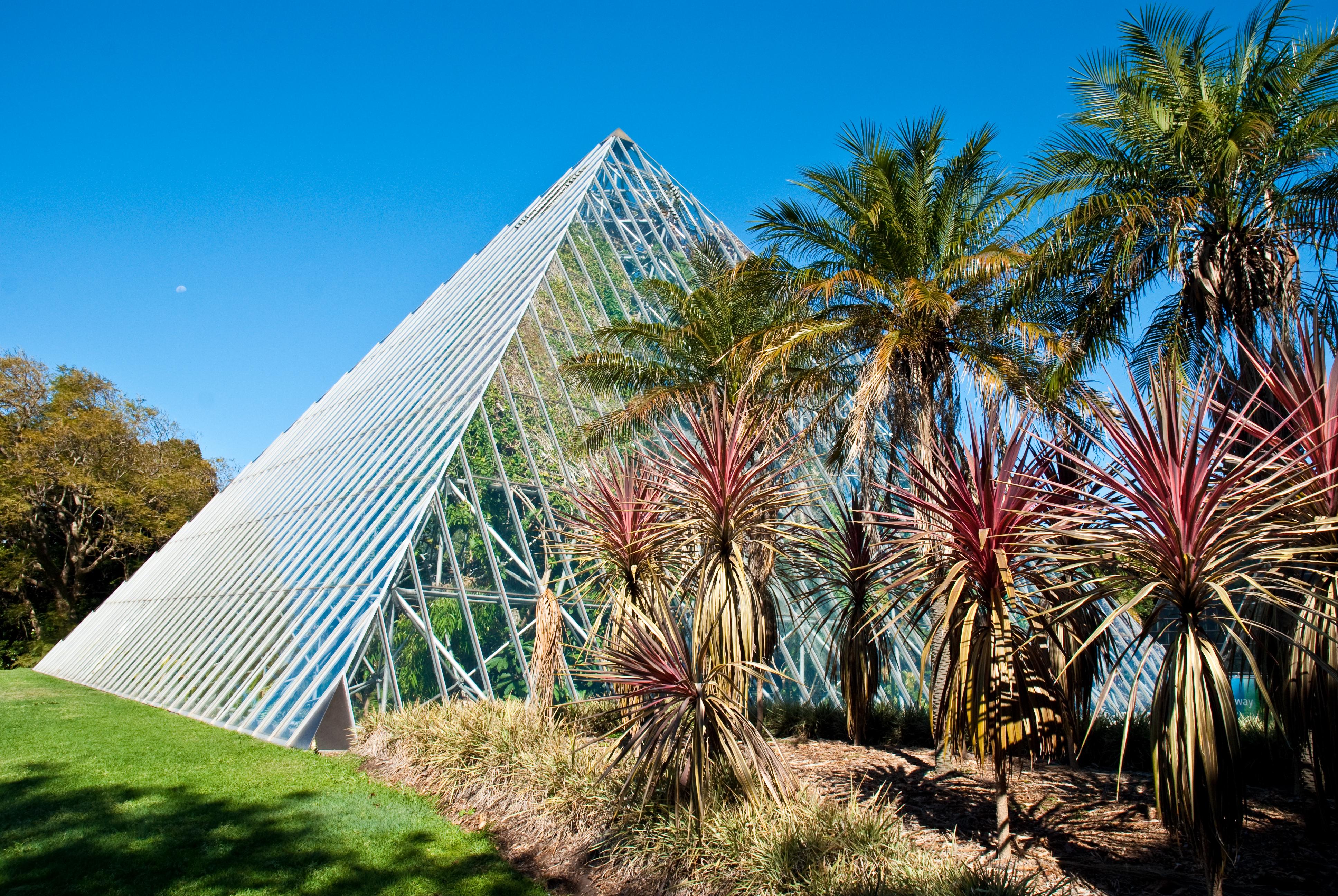 File:Botanical Gardens Glass House 1.jpg - Wikimedia ommons - ^