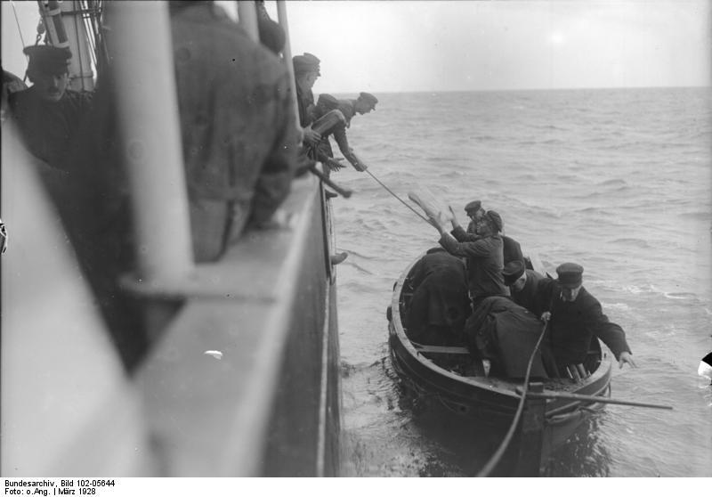 File:Bundesarchiv Bild 102-05644, Lotsenablösung in der Wesermündung.jpg