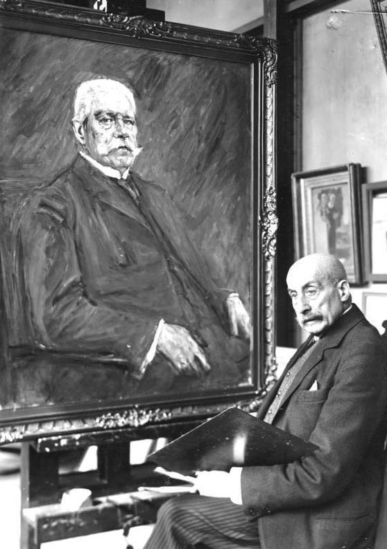"""Bundesarchiv Bild 146-1988-100-20, Max Liebermann vor Porträt """"Paul von Hindenburg"""".jpg"""
