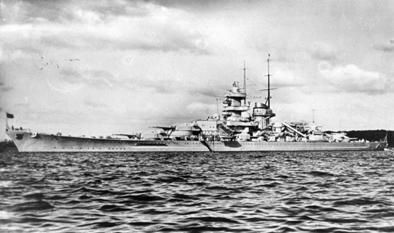 """Ficheiro:Bundesarchiv DVM 10 Bild-23-63-21, Schlachtschiff """"Gneisenau"""".jpg"""
