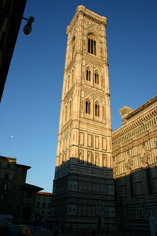 https://upload.wikimedia.org/wikipedia/commons/9/98/CampanilediGiotto.jpg