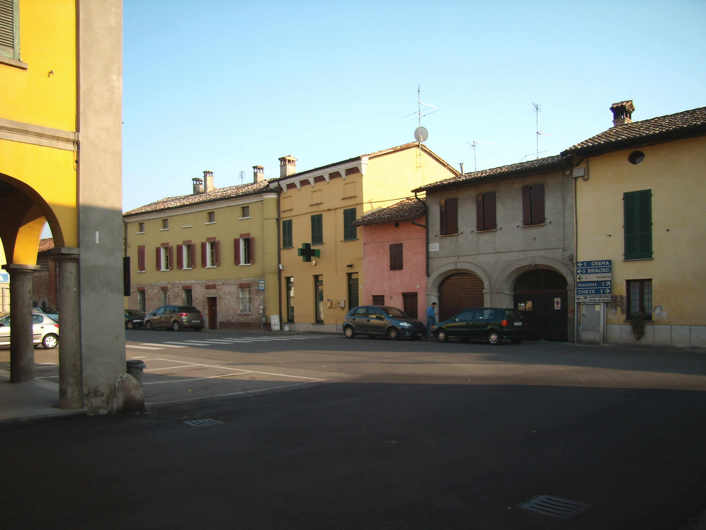 File capergnanica piazza iv wikimedia commons for Arredare milano piazza iv novembre