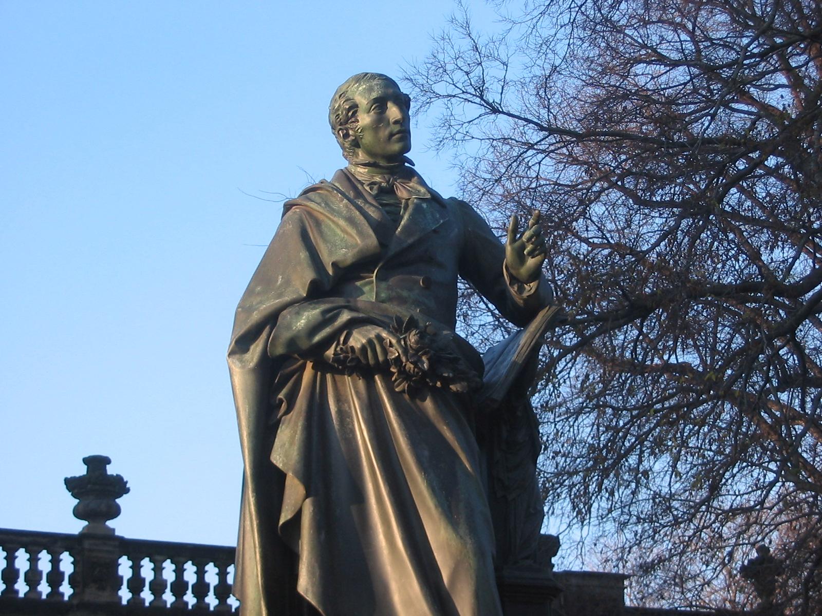 Weberov pamätník v Dráždanoch, vytvorený sochárom Ernstom Rietschelom v rokoch 1855 - 1860