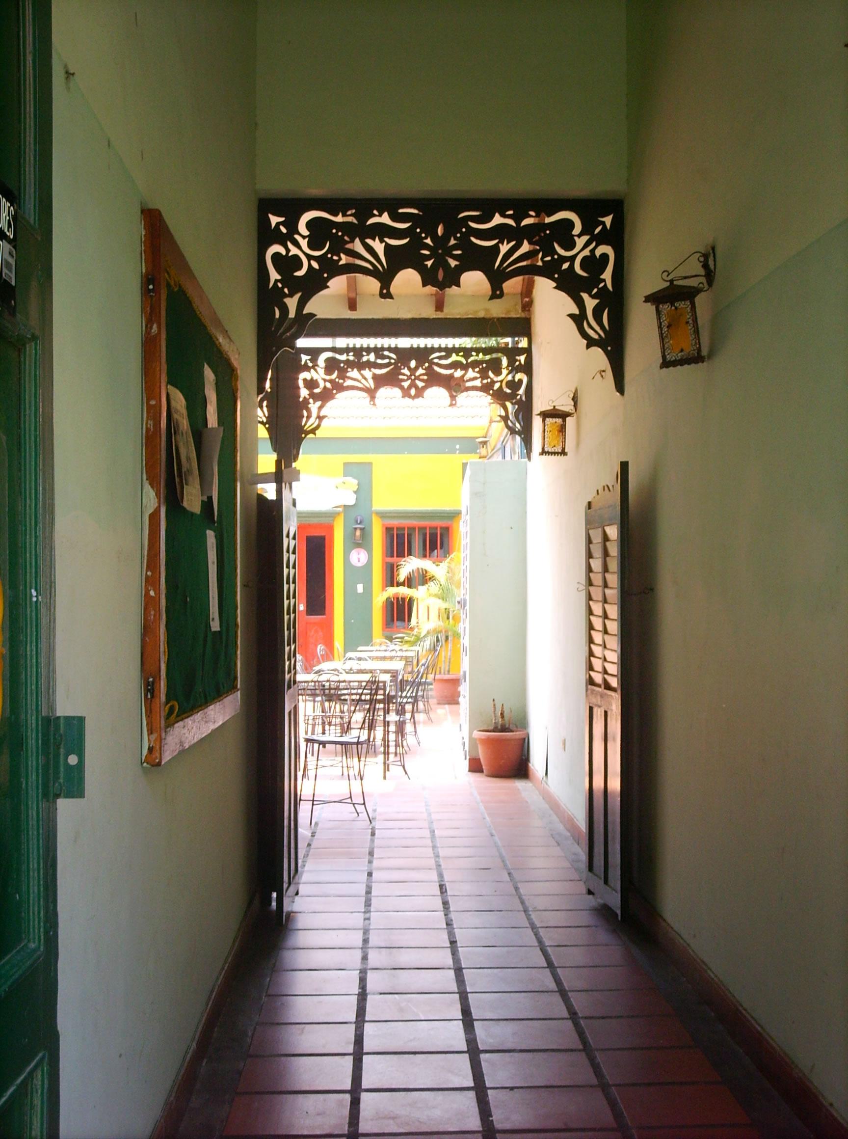 File casa por dentro en el saladillo de marcaibo jpg for Casas pintadas por dentro