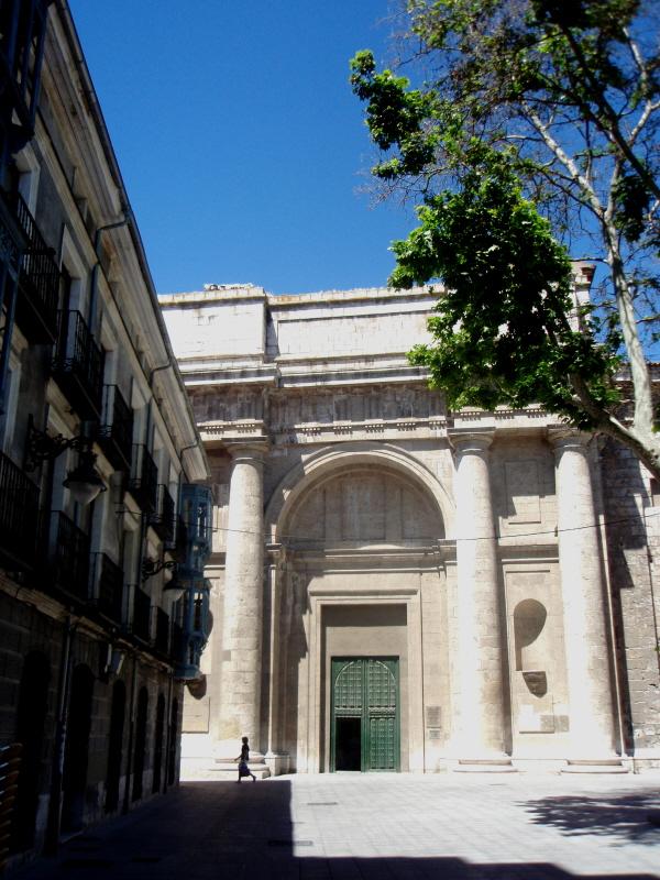 Catedral de Valladolid (España) cuerpo bajo de la fachada del crucero este, construido entre 1962 y 1964.JPG