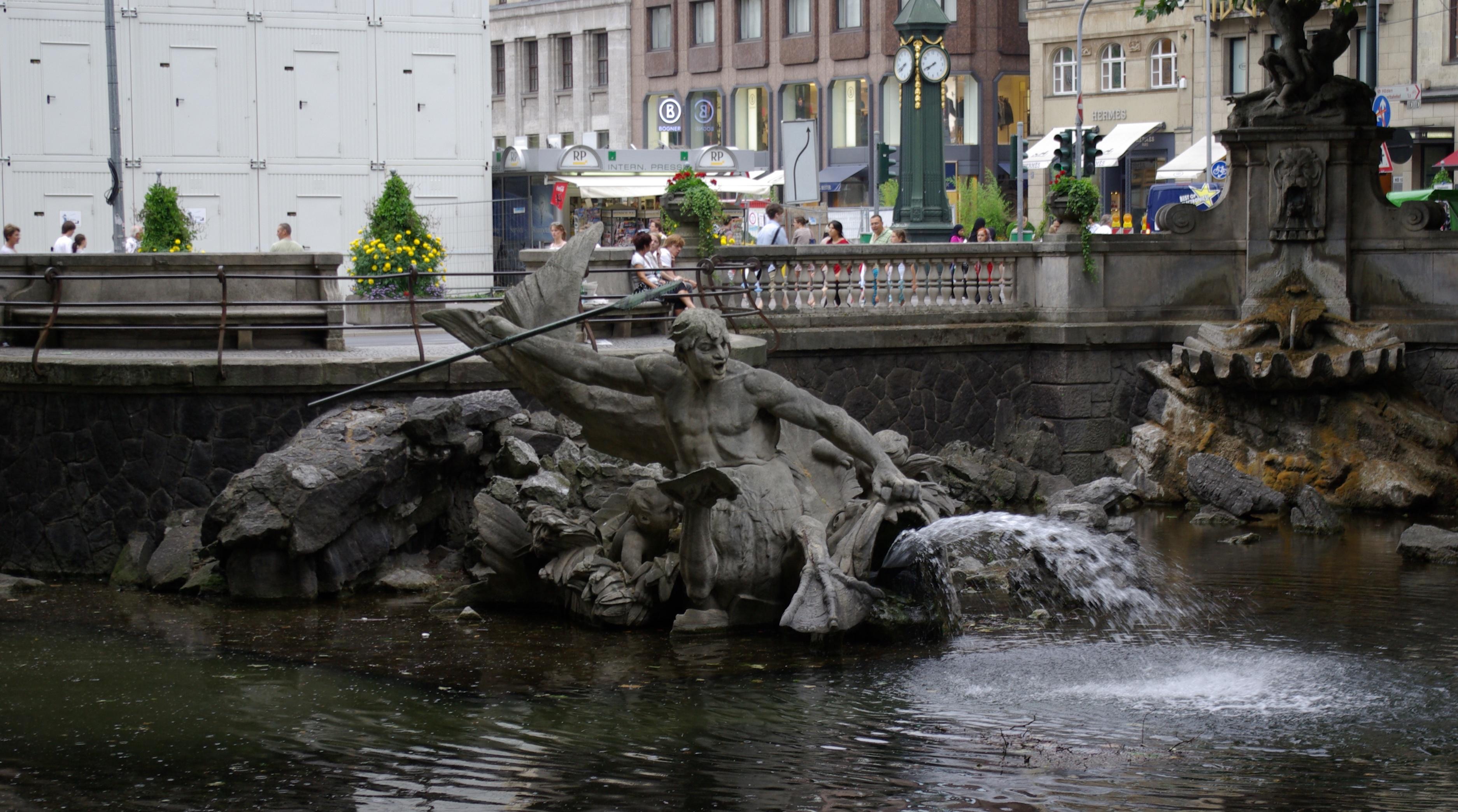 Datei D Sseldorf K Nigsallee Tritonenbrunnen 001 Jpg