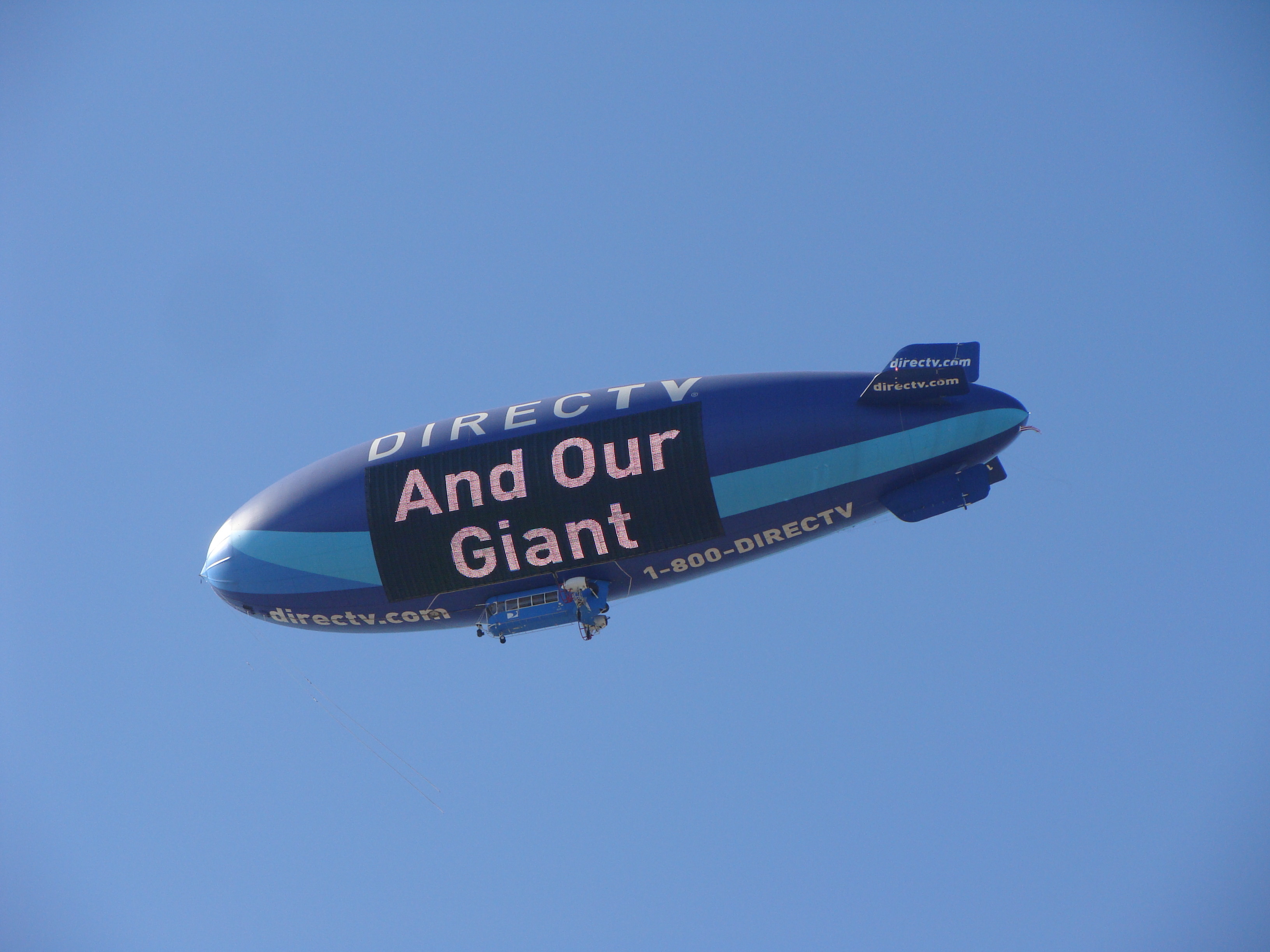 Description DIRECTV Blimp 1.jpg