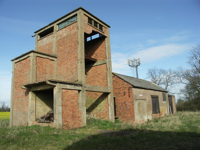 File:Derelict Grain Store and Mast. - geograph.org.uk - 394670.jpg