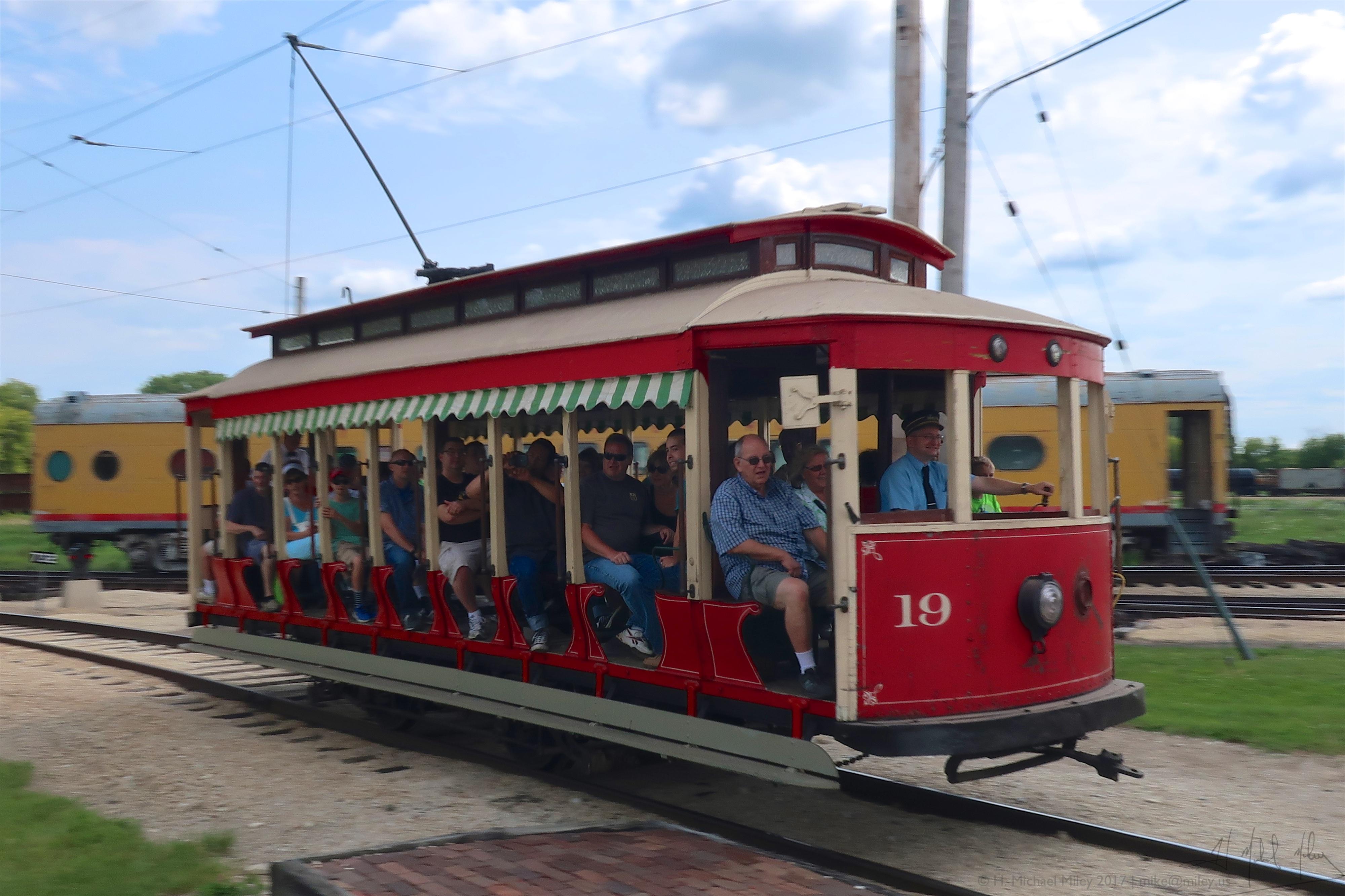 File:Ex-Veracruz open car 19 in operation at Illinois Railway Museum ...