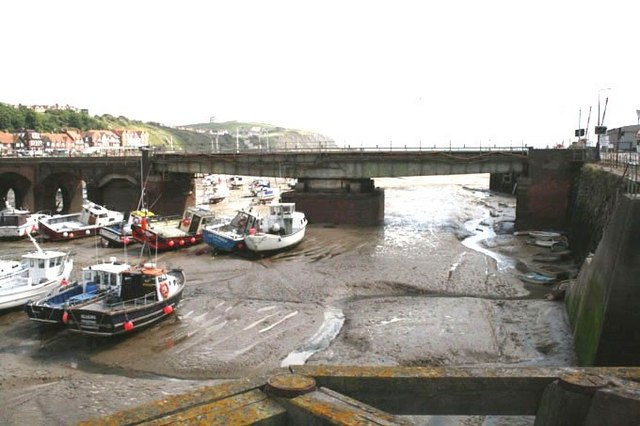 Folkestone Harbour Swing Bridge - geograph.org.uk - 1004295