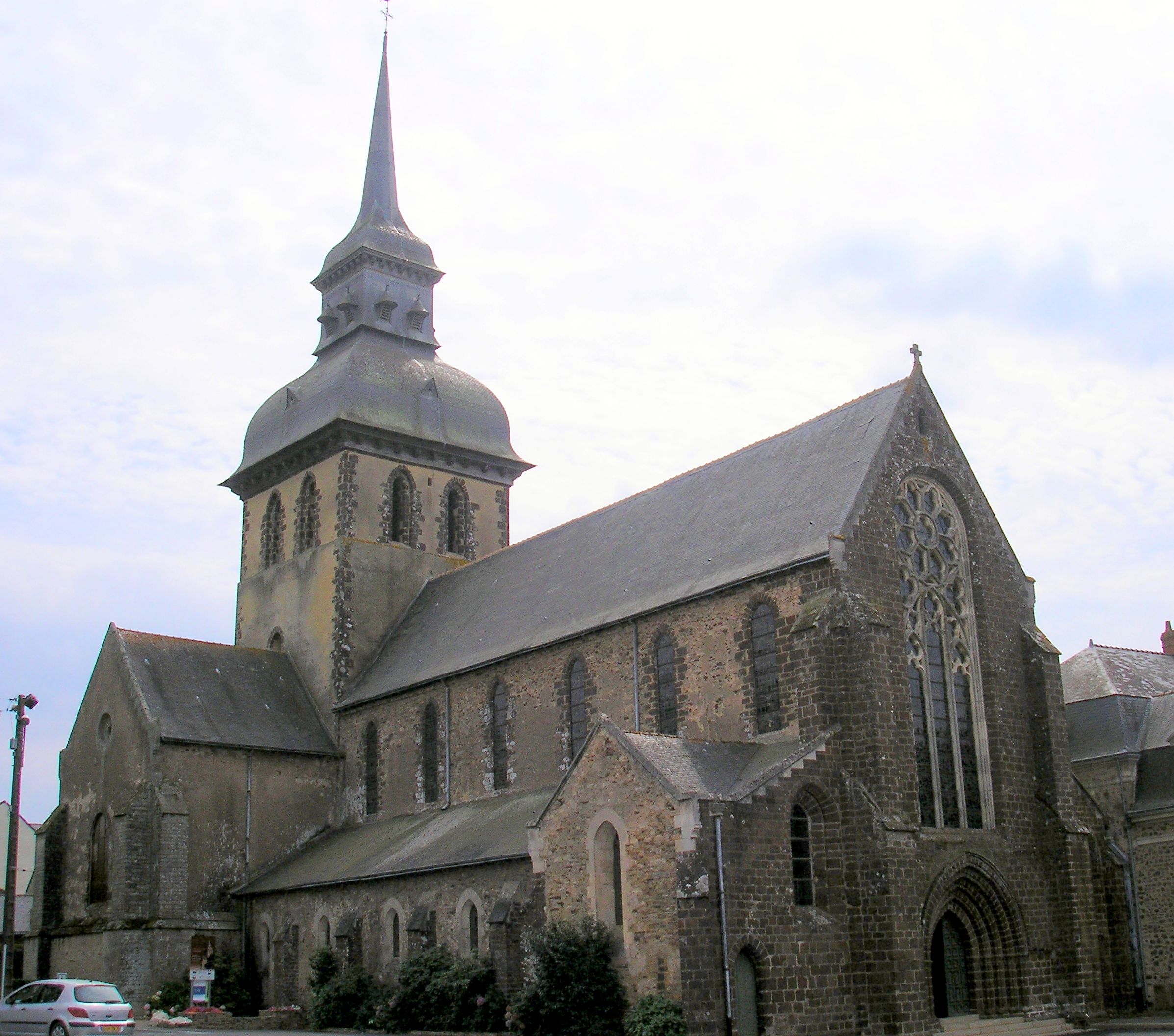 Ancienne abbaye  Saintgildasdesbois  Monument ~ Camping Saint Gildas Des Bois