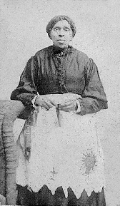https://upload.wikimedia.org/wikipedia/commons/9/98/Harriet_Powers_1901.png