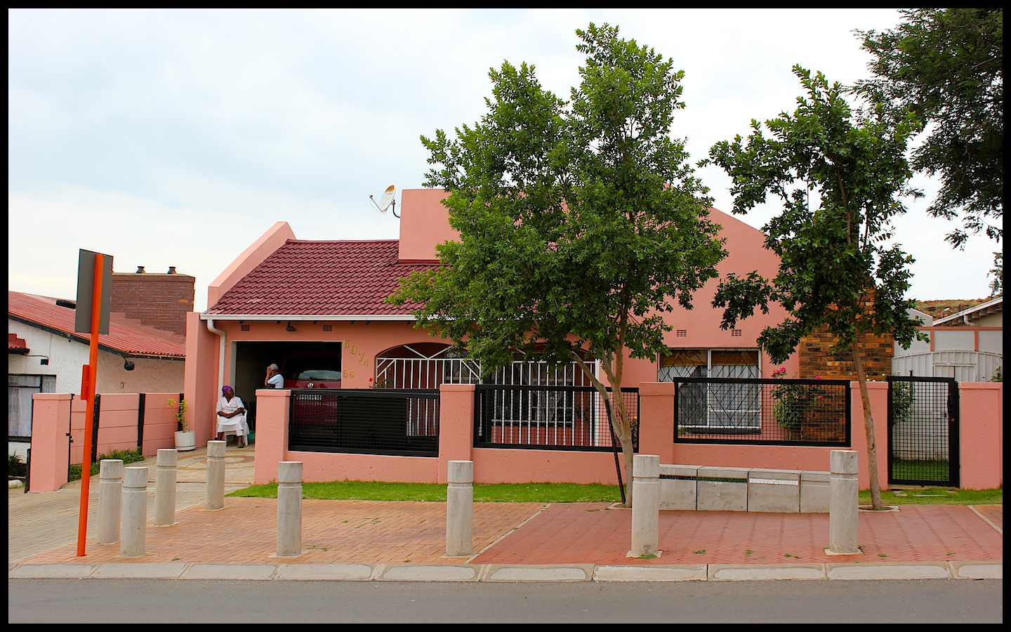 File:Homes on Mandela's Vilakazi street.jpg - Wikimedia ...