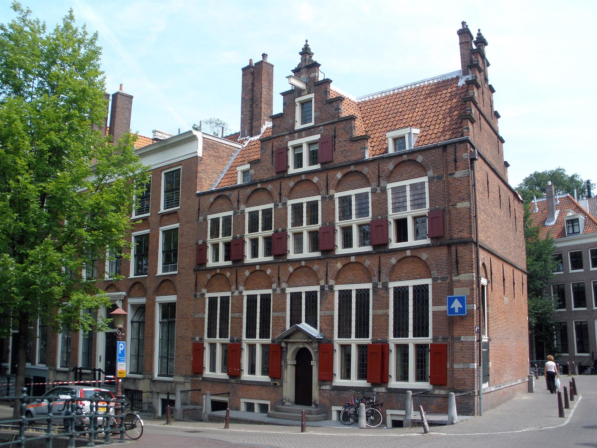 Dubbel hoekhuis met dwarse achtervleugels huis aan de drie grachten in amsterdam monument - Fotos van eigentijds huis ...