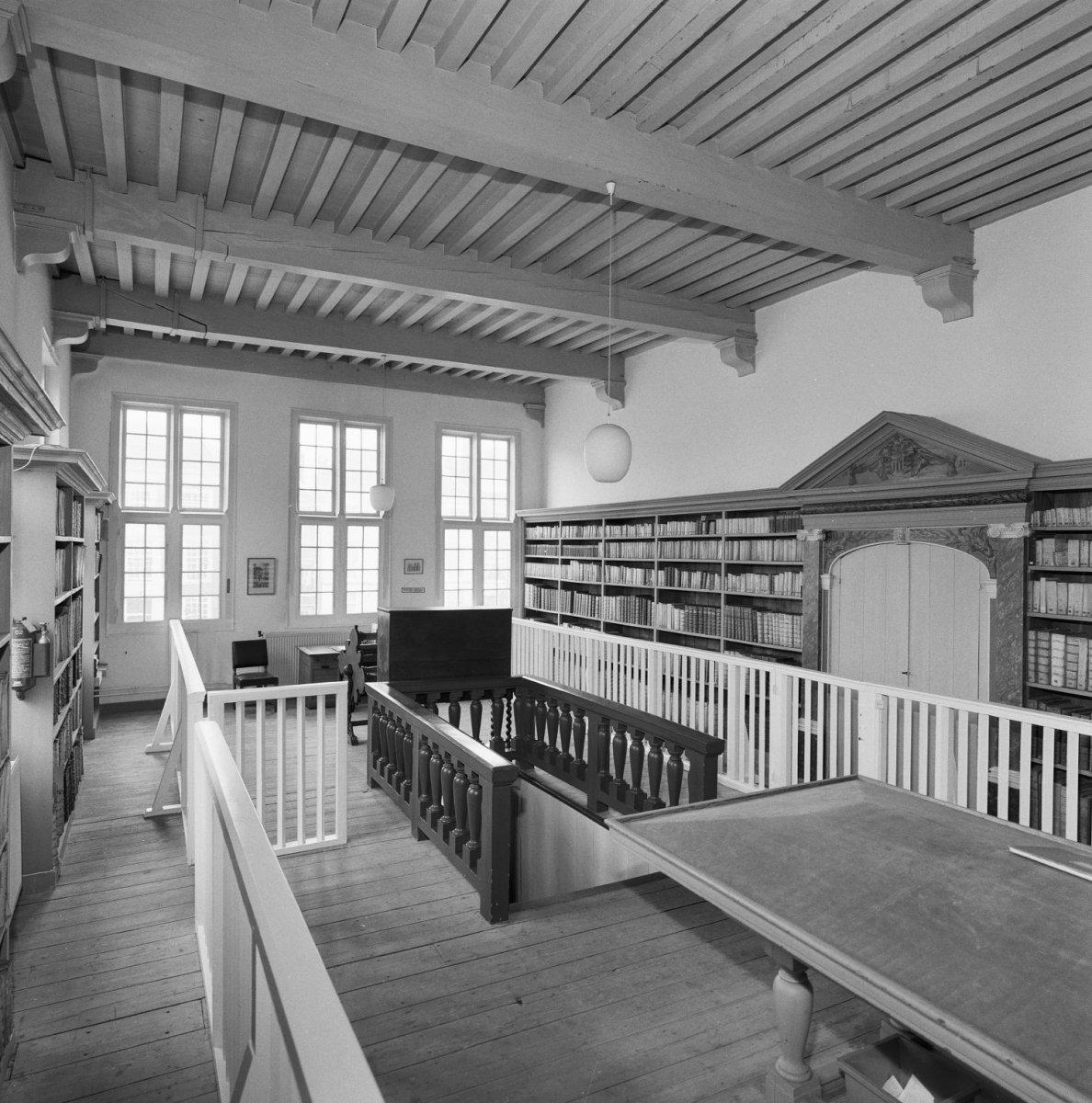 File interieur eerste verdieping overzicht leeszaal met for Interieur leiden