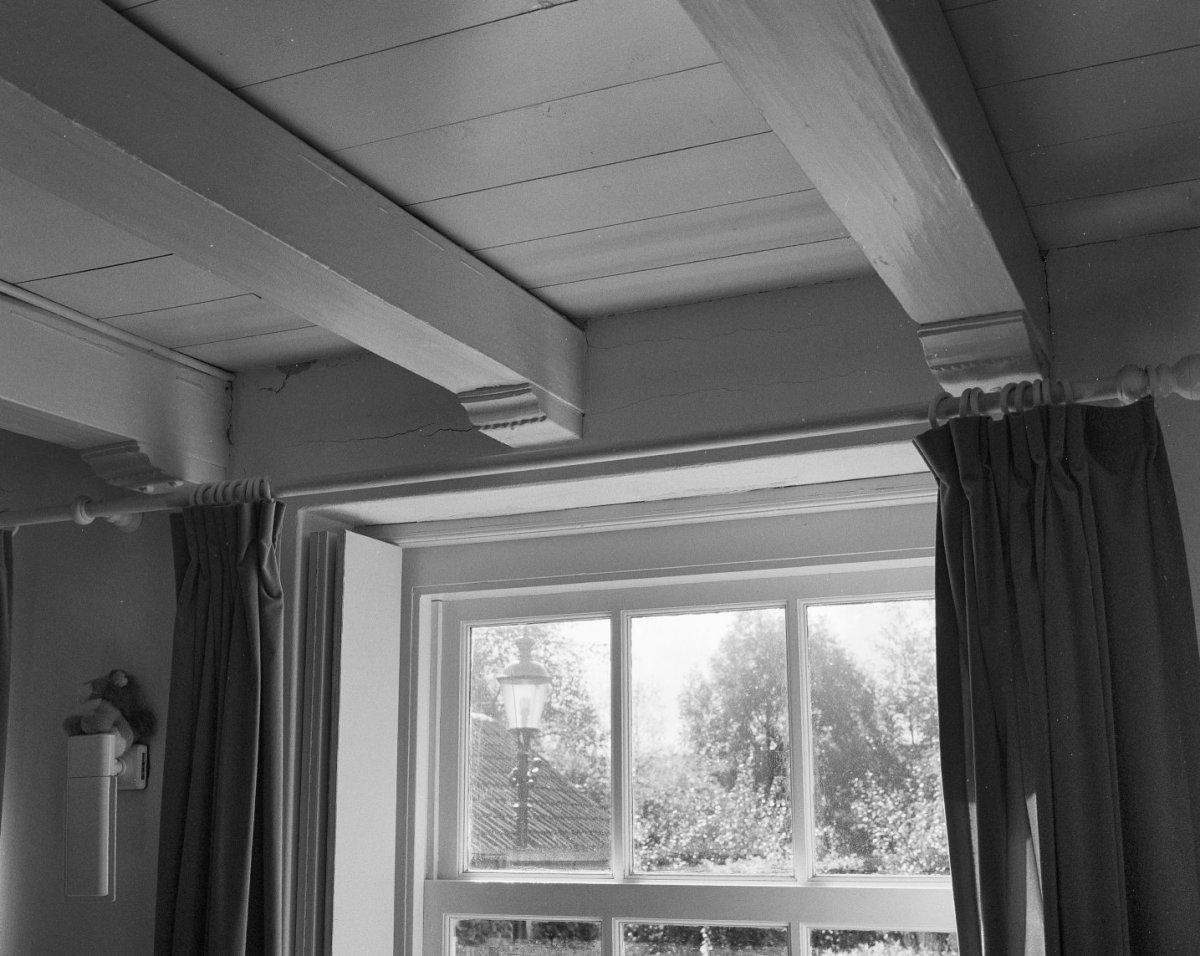 File interieur huiskamer balkenplafond met for Interieur huiskamer