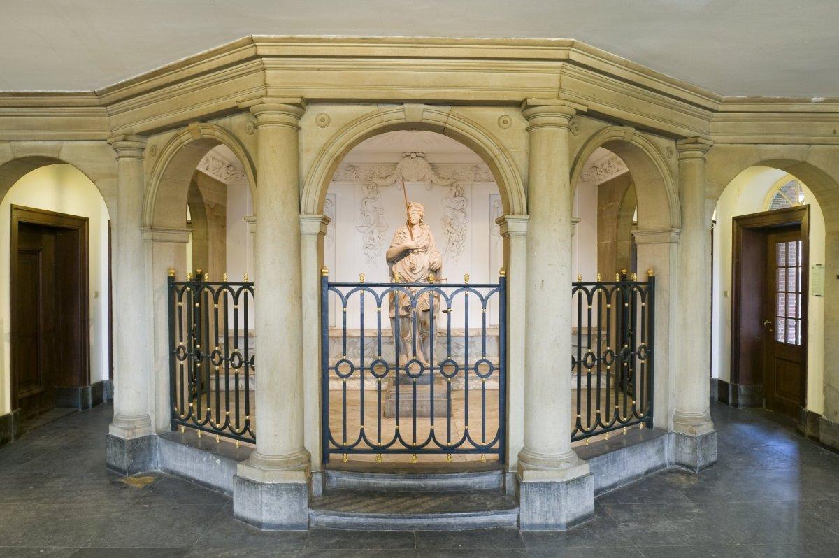 File interieur vierschaar in het voorhuis weesp for Interieur wikipedia