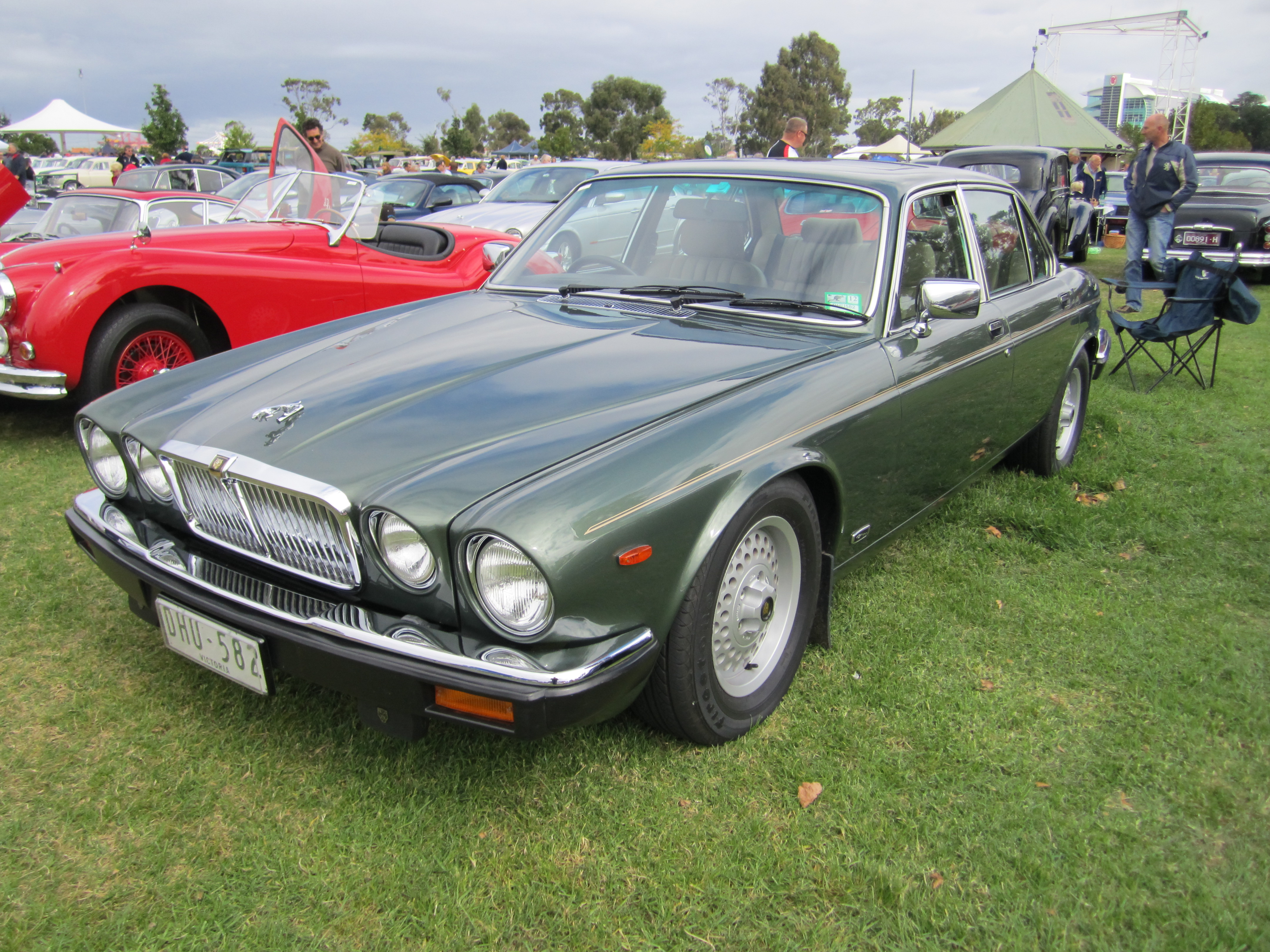 file jaguar xj6 or 12 series iii wikimedia commons. Black Bedroom Furniture Sets. Home Design Ideas