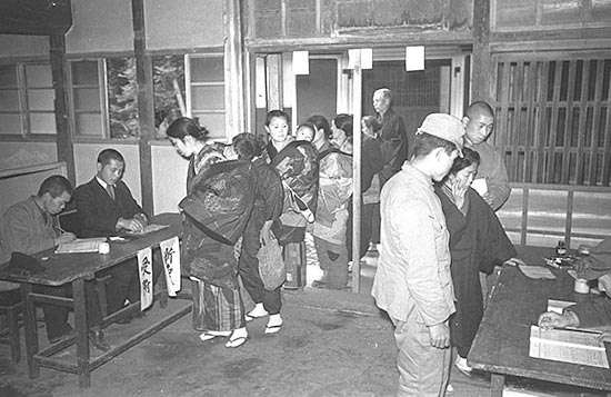 file japanese general election 1946 1 jpg wikimedia commons