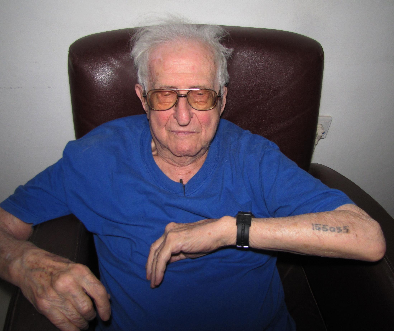 Filejerzy Kamieniecki Auschwitz Survivor Displays Tattoo